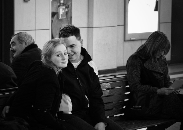 lovers talking in the bench - incredible snaps